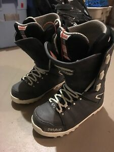 Youth or small adult size 9 snowboarding boot