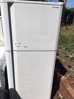 Misitbishi 360L fridge