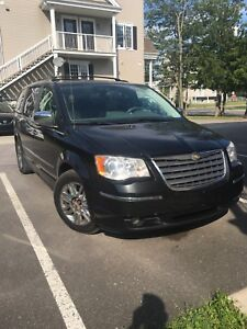 Chrysler town country limited 2009