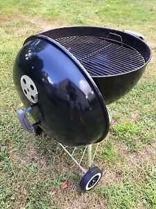 """Weber 22"""" Charcoal Kettle Grill"""