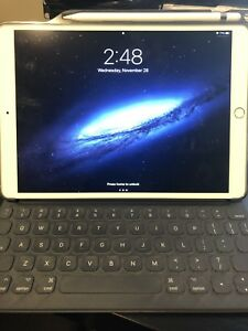 iPad Pro 10.5 silver with Apple keyboard folio and Apple pencil