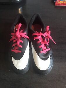 Size 1y Nike soccer cleats