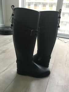 Burberry boots size 6