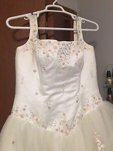 Wedding dress ~ Size 20 (fits 16/18)