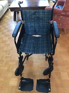 Chaise roulante légère