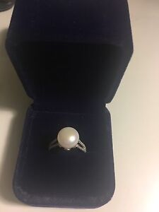 New white fresh water pearl ring