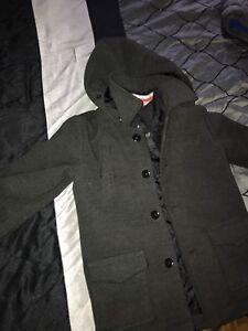 Tres beau manteau gris en laine pour un garcon de 7, 8 ,9 ans