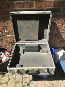 DJ travel case for equipment or turntables