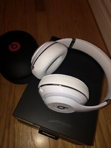 Beats by Dr. Dre studio 2 white gloss.