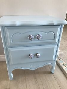 Beautiful blue side table ! Excellent condition