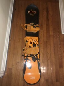 Youth snowboard with attached bindings MINT