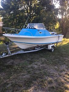 Half cabin Fishing boat evinrude outboard 85hp swap/trade Ballarat Central Ballarat City Preview