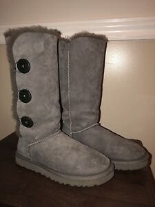 Uggs Bailey Button Triplet, Size 7