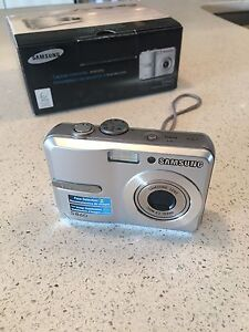 Silver Samsung S860 camera never been used!
