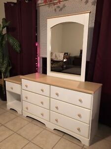 DRESSER / SIDE TABLE / MIRROR SET
