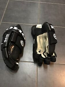 Men's hockey gloves