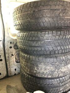 265/70R16 Michelin pneus d'hiver - 200$