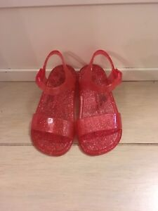 b69b16d56529 BabyGap Sparkly Pink Jelly Sandals (Size 6)