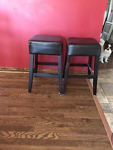 Brown stools excellent condition