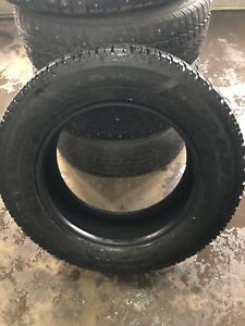 4 Pneu hiver Goodyear Ultra Grip Winter 225/65/R17
