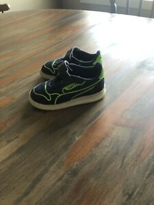 Toddler Puma Shoes, Size 6