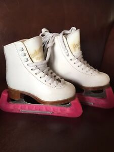 Youth figure skates