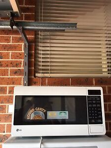 Lg 25 liter microwave in excellent condition Cecil Hills Liverpool Area Preview