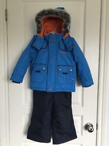Boys 3T Oshkosh snow suit - perfect condition