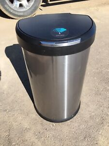 Simple human automatic garbage can
