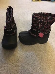 Kids size 6 hearts winter boots