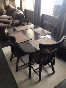 Dining/kitchen table and 6 chairs
