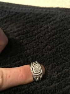 Engagement ring with 2 wedding bands