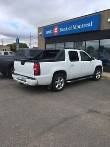 2009 Chevy Avalanche LTZ - Loaded!