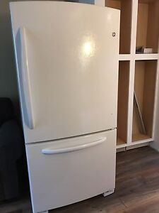 Perfect running fridge refrigerator in excellent condition