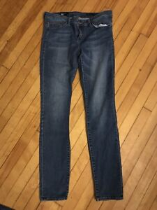 Jeans sizes 28-29 or 4-6