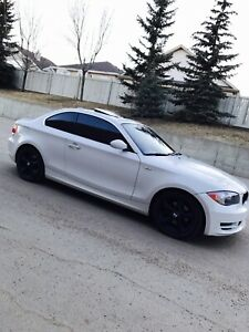 BMW 1 SERIES RARE COLOR COMBO ACCIDENT FREE (FULLY LOADED)