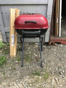 LIKE NEW AUSSIE PORTABLE CHARCOAL BBQ ONLY USED ONCE