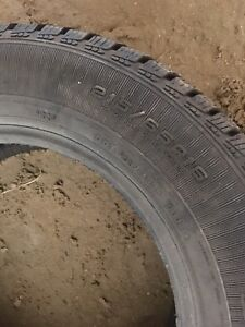 Tire d'Hiver neuf 215/65/r16