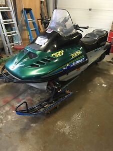 Skidoo sumit long track two up