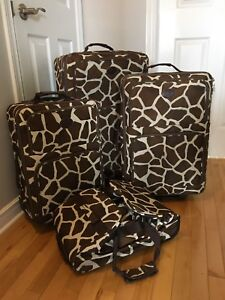4 piece luggage set / suitcase