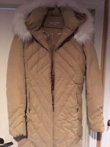 Manteau pour femme , neuf 75$ , vaut 225$ R&W