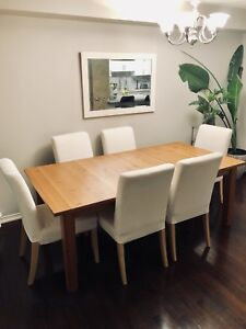 Solid pine dinner table + 4 Chairs