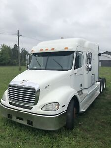 2004  Freightliner Columbia 112 (NOT RUNNING)