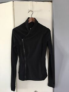 Lululemon work out jacket - new condition!! Size 4