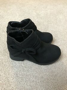New Nine West size 6T faux suede booties