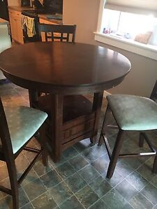 Bar height Table w/leaf & 3 chairs