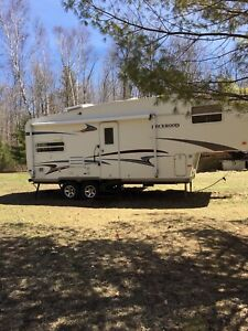 2004 25' Rockwood by Forest River 5th Wheel