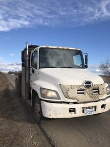 2007 Hino 3 ton with deck and picker for trade