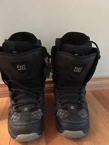 DC SNOWBOARD BOOTS $20