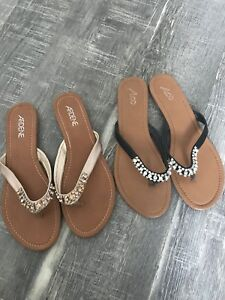 Ladies size 9 flip flops